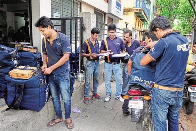 Ekart steps out of Flipkart's shadow, starts courier service - business -  Hindustan Times