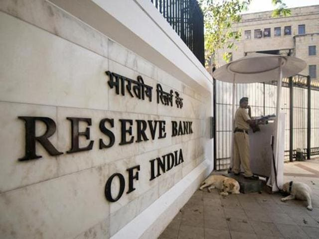For food-grain procurement, the Centre and the RBI sanctions the cash credit limit (CCL) in the nature of working capital funded by a consortium of banks.