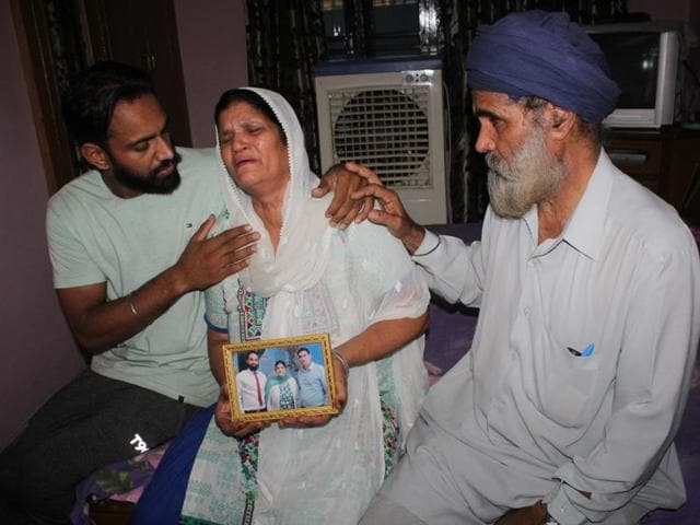 The family of the victim, Gobinder Singh, resident of Vivekananda Park, says he was under severe mental depression after he was thrown behind the bars following a sloppy police investigation.