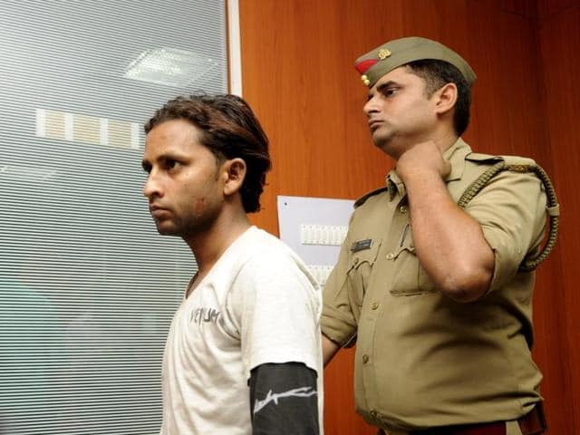 The accused Shakeel (in picture)allegedly entered the shop through the air conditioning duct and stole eight high-end mobile phones.