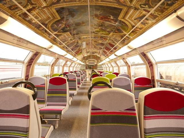 To get passengers pumped for their visit to the Palace of Versailles, the suburban RER C train line has plastered five trains with trompe-l'oeil images.