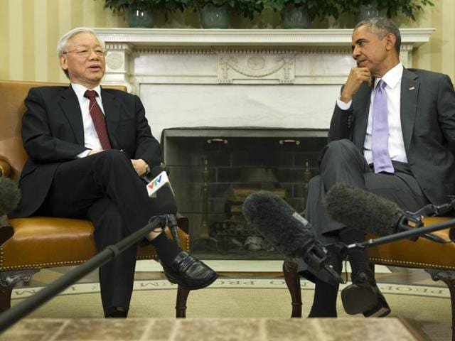 US President Barack Obama interacts with Vietnamese Communist Party secretary general Nguyen Phu Trong in the Oval Office of the White House in Washington.