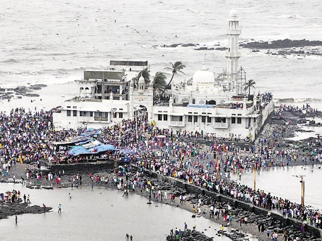 Earlier this month, activist Trupti Desai, who supports the Haji Ali Sab Ke Liye forum, visited the Haji Ali Dargah till the inner sanctum and gave an ultimatum to the trustees to re-allow women to enter the mazhar.