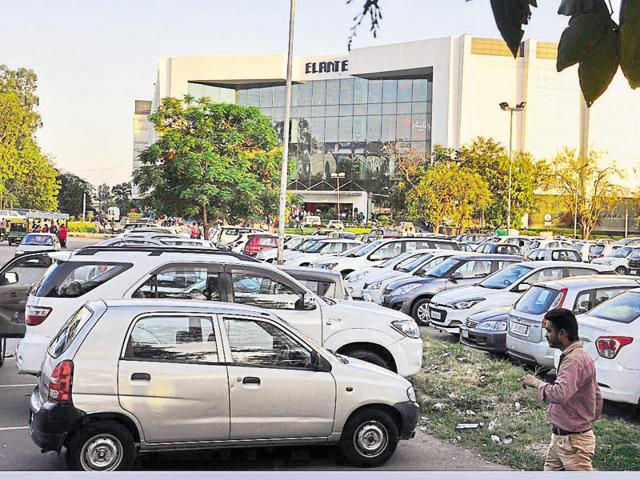 At the lot outside Elante mall, the capacity is 225 cars and 800 two-wheelers; and, on an average, 600 cars and an equal number of two-wheelers use the parking here every day.