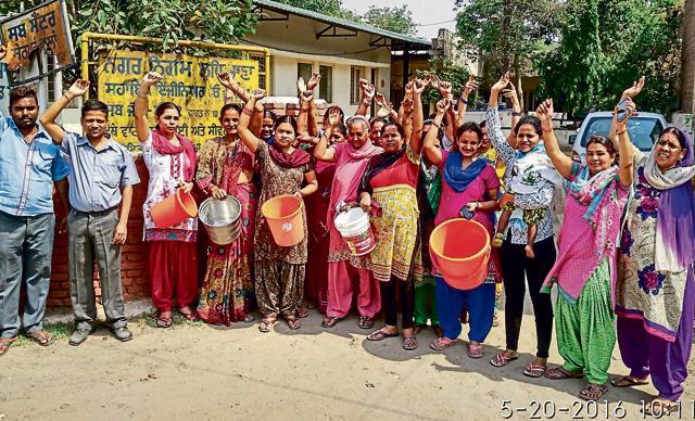 Water crisis,locals protest,Ludhiana