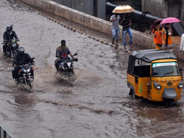 Heavy rainfall due to cyclone Roanu caused major flooding in Bhubaneswar on Friday. The weatherman has predicted Roanu turning into severe cyclonic storm on Saturday.
