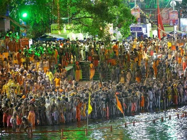 Devotees prepare to take a holy dip on the occasion of last and third 'Shahi Snan' at Simasth in Ujjain.