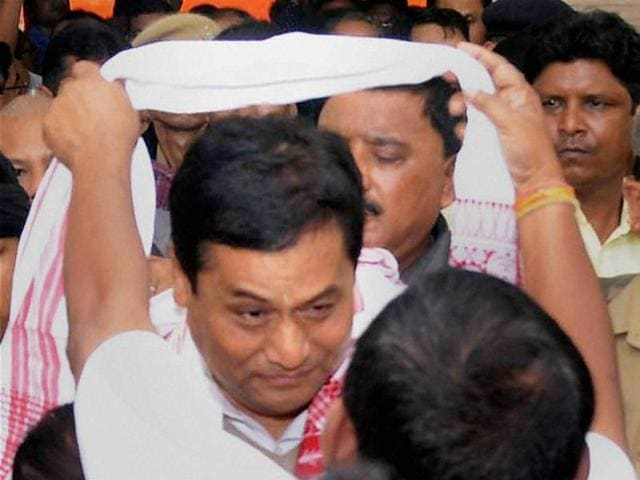 Sarbananda Sonowal along with senior BJP leaders Ram Madhav (R) and Himanta Biswa Sarma addressing the media after the party's thumping win in the Assam polls.