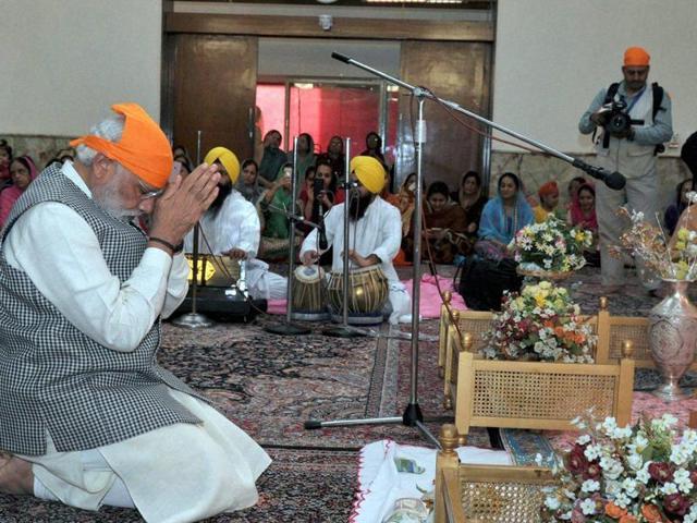 Prime Minister Narendra Modi pays obeisance at Bhai Ganga Singh Sabha Gurudwara in Tehran during his visit to Iran on Sunday, May 22, 2016.