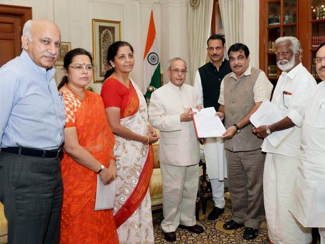 President Pranab Mukherjee meets a delegation of BJP leaders led by Nitin Gadkari, Minister of Road Transport Highways & Shipping at Rashtrapati Bhavan in New Delhi on Sunday.