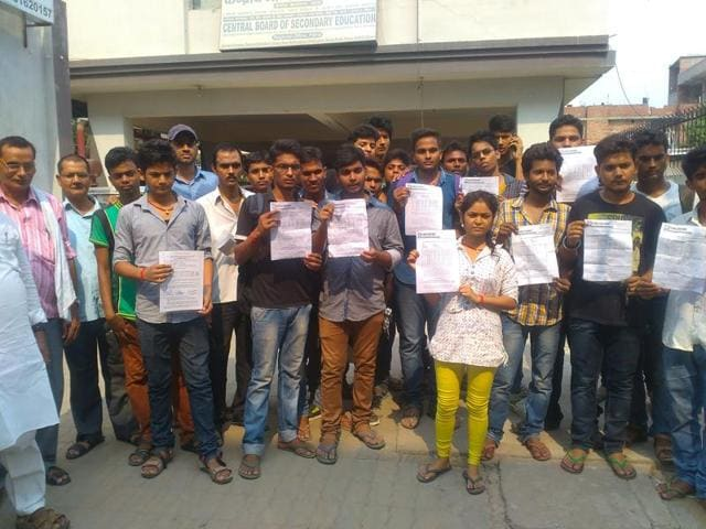 Cbse board results,'Unfairly' low scores in CBSE,Protests at CBSE office