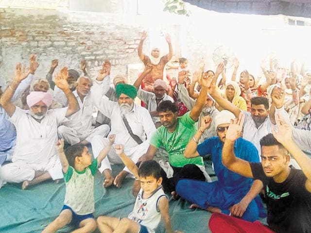 Farmers protesting outside Balianwali village police station in Bathinda on Sunday.