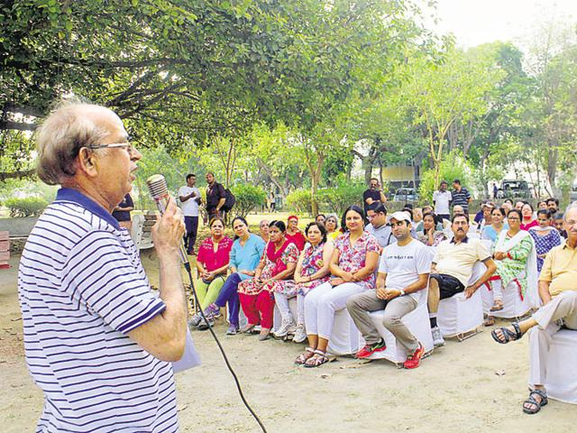 Residents of Block C in Sushant Lok-1 held a meeting in the park of the locality on Sunday morning to discuss various problems.