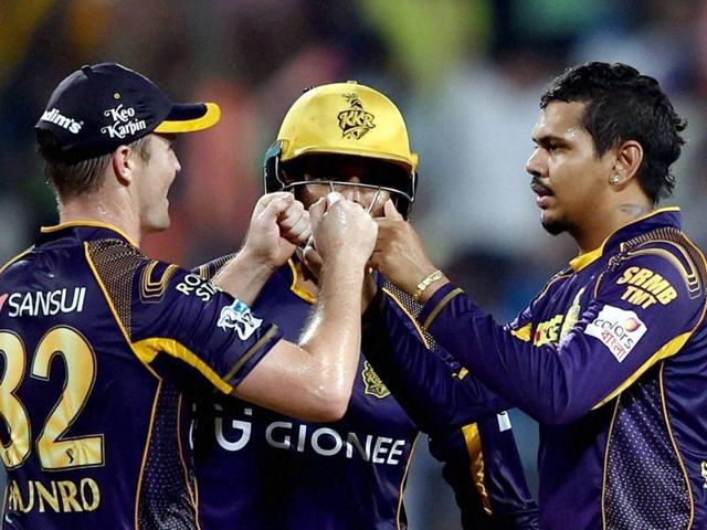 KKR bowler Sunil Naraine jubiliates with his teammates after dismissed SRH batsman M Henriques.