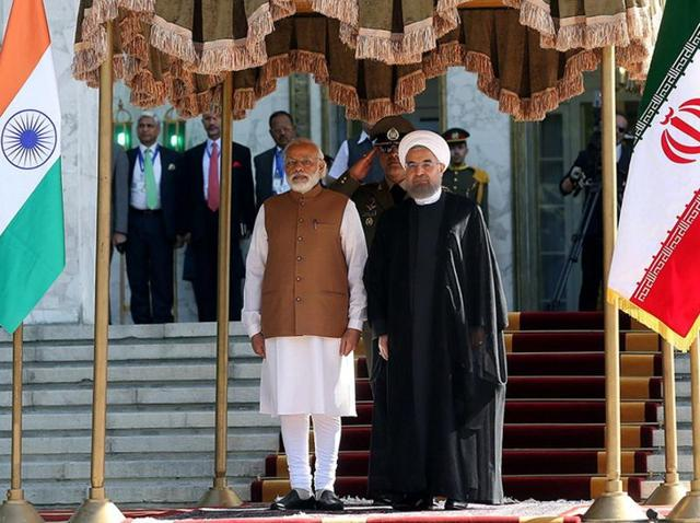 Iran's President Hassan Rouhani (R) stands next to Prime Minister Narendra Modi during an official welcoming ceremony in Tehran, Iran.