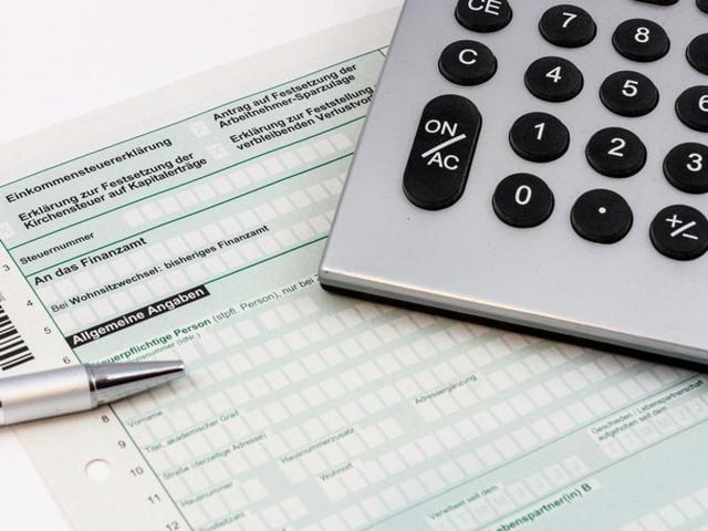 Income Tax dept,IT dept,Tax defaulters