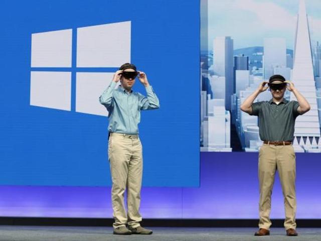 Microsoft,Microsoft HoloLens,Glass Explorers