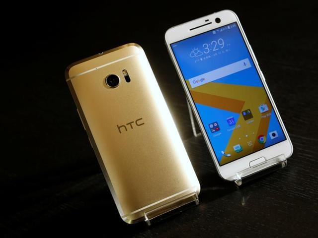 Along with the 5.2 inch display, HTC 10 also has Qualcomm Snapdragon processor with computing speed of up to 2.2 Ghz. It has 32GB internal memory and supports external storage of up to 2 terabyte