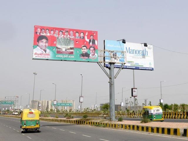 illegal hoardings in Noida