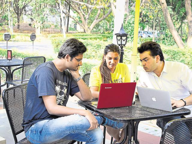 Ramanath Pai (right), a second-year postgraduate programme in management (PGP) student, interacting with classmates during a group activity at IIM Bangalore.