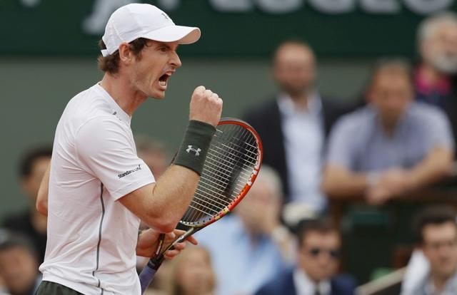 Andy Murray played his second straight five-set match to enter the third round of the French Open.