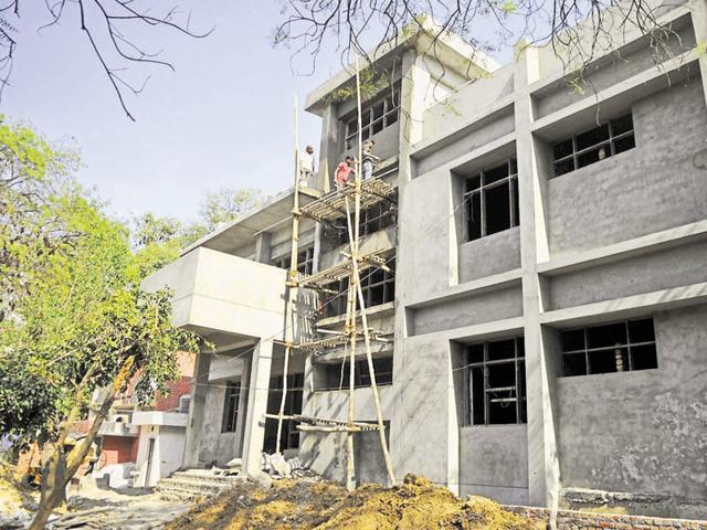 In the name of a public library, Gurgaon has one small building with dusty books, broken chairs and erratic power supply. The renovation work of this library near Civil Lines is progressing, but it will take a few months to set the infrastructure and procure new reads.