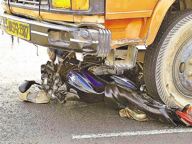 Gurgaon,expressway,two-wheeler