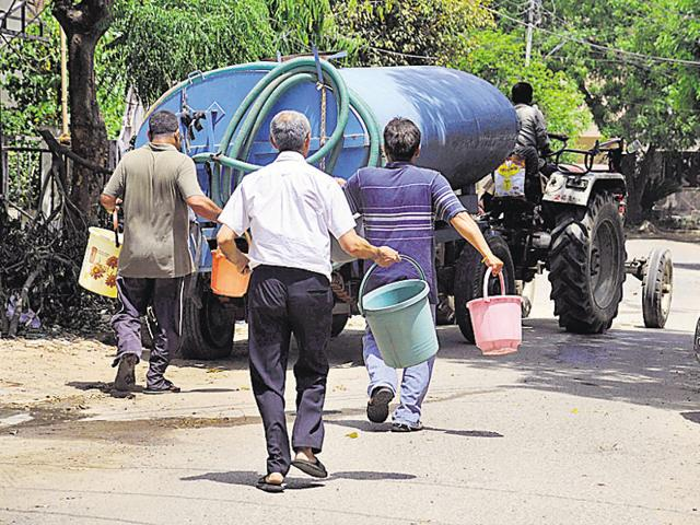 With no water supply for over one week, residents of DLF colonies have decided to protest against the shortage outside the deputy commissioner's office on Monday.