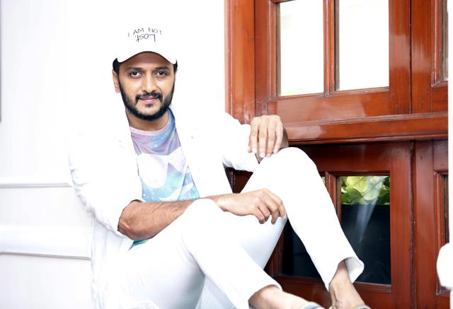 Actor Riteish Deshmukh says working with an ensemble cast gives actors a chance to spend time with their close friends.