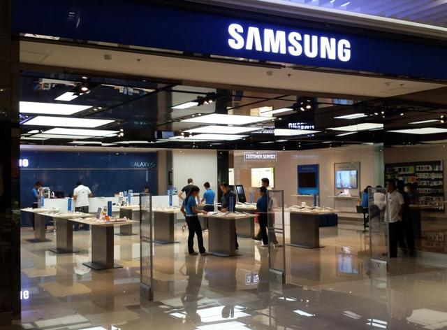 The world's top smartphone maker hopes its mobile payments service will help it defend market share and be convenient enough to entice users to pay more for its devices.