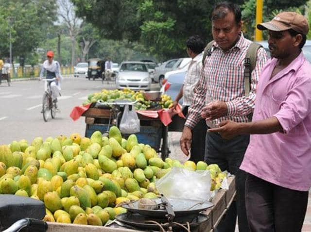 Over 6,000 street vendors of Ranchi shut their shops on Thursday to participate in a procession against the proposed Smart City.