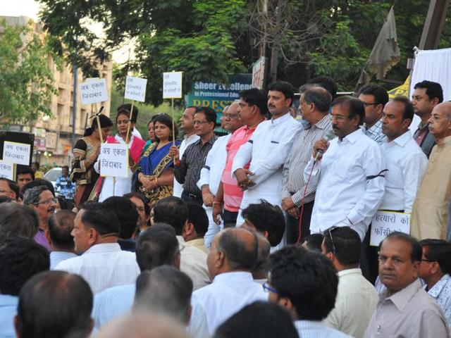 Members of Agrawal community protest against murder of Agrawal brothers, in Indore on Friday.