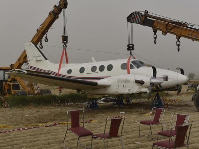 Both the engines of the Beechcraft King Air C-90 failed when it was just 10 minutes away from the Delhi airport. The pilot-in-command, Amit Kumar, saved the lives of seven people on board, including a critically ill patient and his relatives as well as a doctor, by strategically landing the plane in a field.