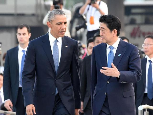 US President Barack Obama (L) and Japanese Prime Minister Shinzo Abe (R) walk towards the Atomic Bomb Dome after laying wreath in the Peace Momorial park in Hiroshima.