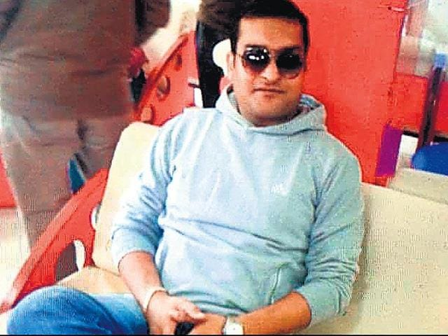 A resident of Mitraon village near Najafgarh, Ravinder alias Bholu was wanted in over 30 criminal cases.