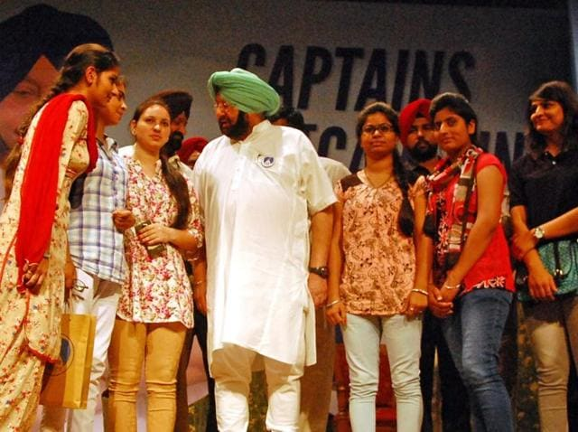 """Amarinder met more than 1,200 youth from across the 22 districts of Punjab appointed as college and city """"captains"""" to work as party's digital and volunteer army for the 2017 polls."""