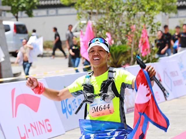 Nepalese soldier Bed Bahadur Sunuwar won the world's highest marathon in the snow-covered foothills of Mount Everest.