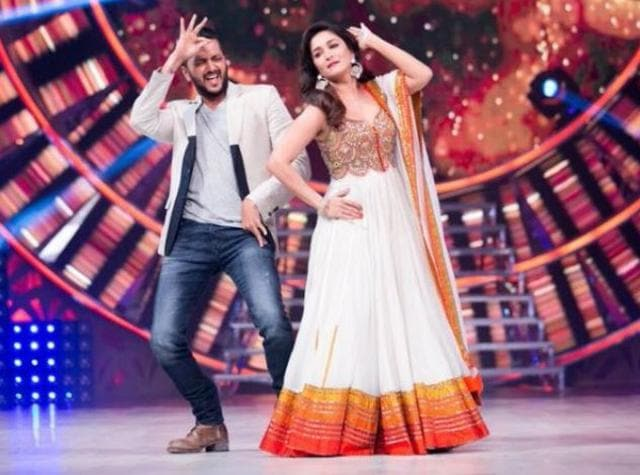Riteish, who came to the show to promote his forthcoming film Housefull 3, shook a leg with Madhuri to the popular song Jhingat from the hit Marathi film Sairat.