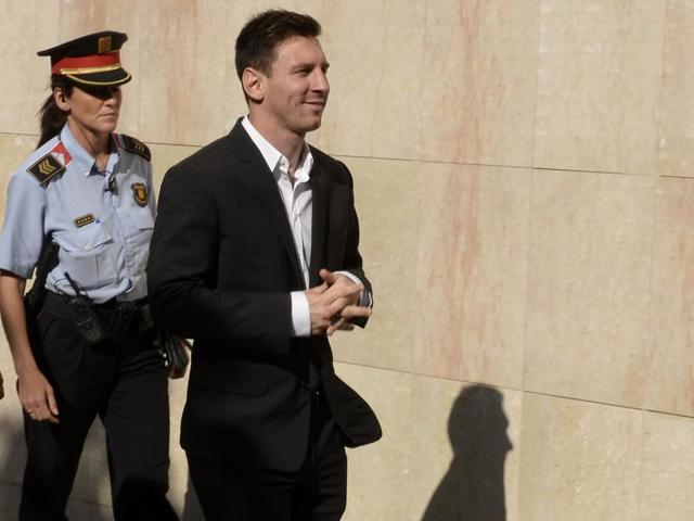 (FILES) This file photo taken on September 27, 2013 shows Barcelona football star Lionel Messi arriving to the courhouse in the coastal town of Gava near Barcelona on September 27, 2013 to face judges on tax evasion charges.