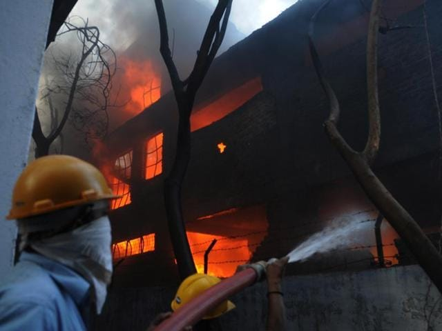 Lucknow,Fire,Bazaarkhala