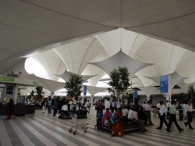 Fliers on flight 6E138 from Mumbai saw the longest wait to reach Delhi. The flight, which left Mumbai at 6.40pm got diverted to Jaipur and finally reached its destination at 2.26am on Monday