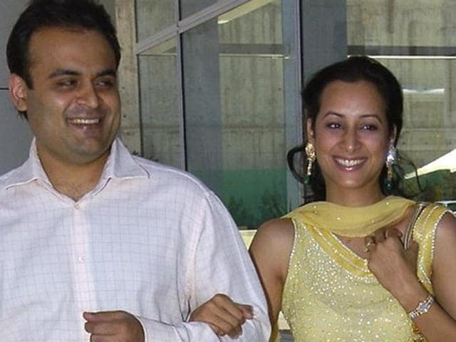 Indian couple, Pankaj and Radhika Oswal, have launched a 1.5 billion dollar lawsuit against the ANZBank in Australia.