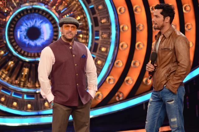 Salman Khan shares the Bigg Boss stage with Randeep Hooda.
