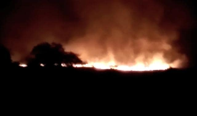 A fire broke out at one of the Indian Army's largest ammunition depots in Maharashtra's Pulgaon  early on Tuesday, causing fatalities.