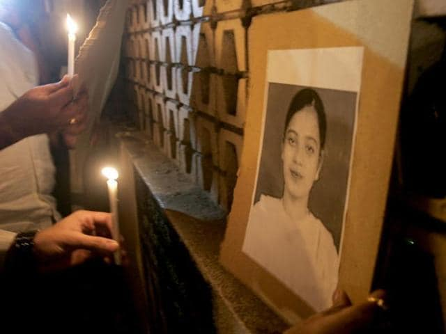 A file photo of demonstrators holding a candlelight vigil for Ishrat Jahan. (HTPhoto)