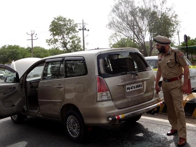 DIG Ferozepur Yurinder Singh Hayer looking at the Innova car from which miscreants took away Rs 60 lakh in Moga on Monday.