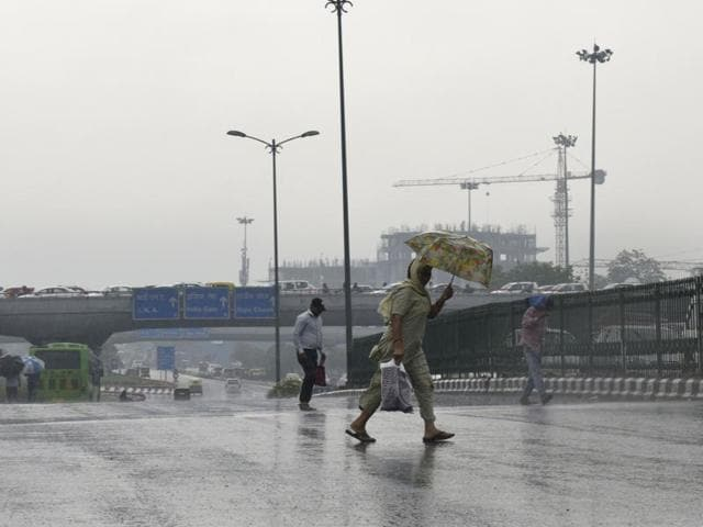 Rain starting early morning brought the temperatures of in Delhi down  on Monday, May 30, 2016. The Met department has predicted that pre-monsoon showers will likely continue till Wednesday.