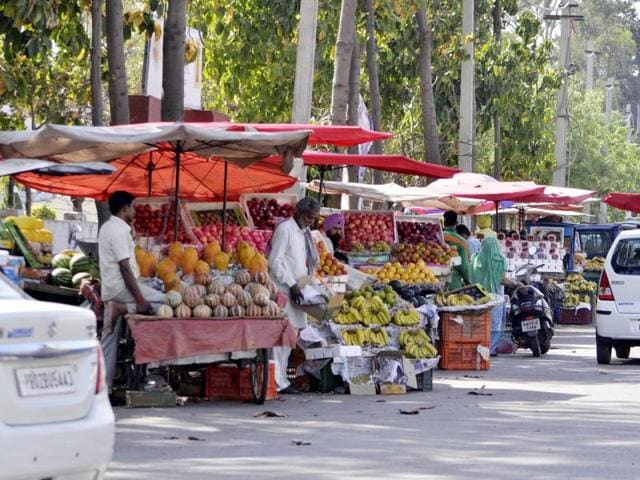 he selected firm will carry out identification, data collection, registration and photography of around 20,000 street vendors operating within the municipal limits in Amritsar.