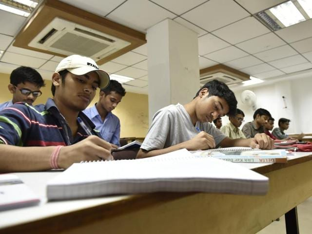 New Delhi, India - Dec. 4, 2015: A classroom scene at a FIITJEE centre. In light of the suicides in Kota among IIT aspirants, HT takes a look at the IIT preperation institutes in the capital in New Delhi, India, on Friday, December 4, 2015. (Photo by Saumya Khandelwal/ Hindustan Times)