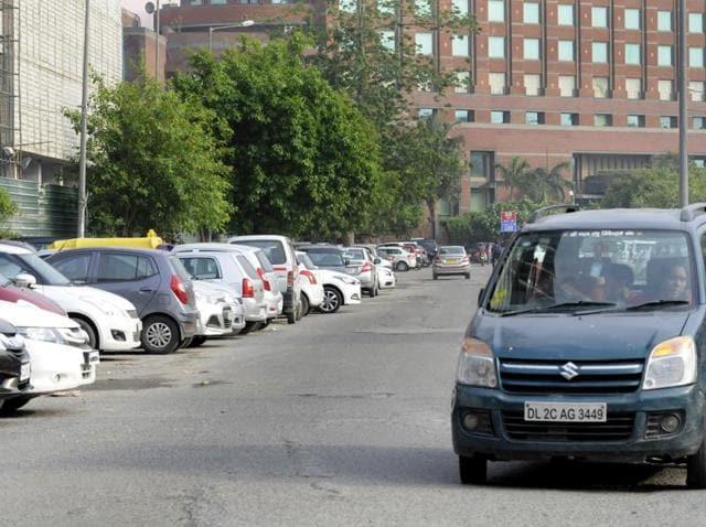 Noida sector 18,parking mess,Dharmendra Singh Yadav